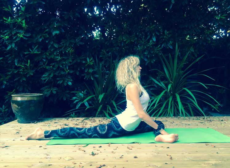 8-Ways-To-Take-Your-Yoga-Practice-Off-The-Mat-&-Into-The-World-Hip