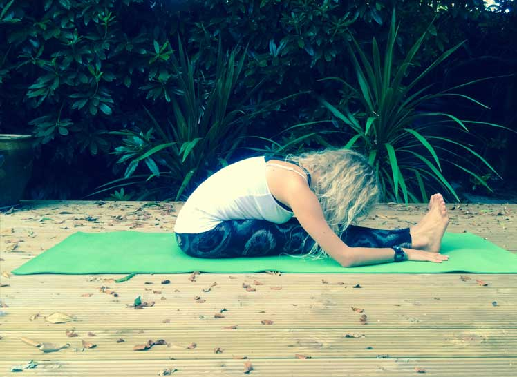 8-Ways-To-Take-Your-Yoga-Practice-Off-The-Mat-&-Into-The-World-forward