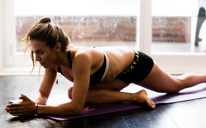sally-fitzgibbons-pro-athletes-yoga